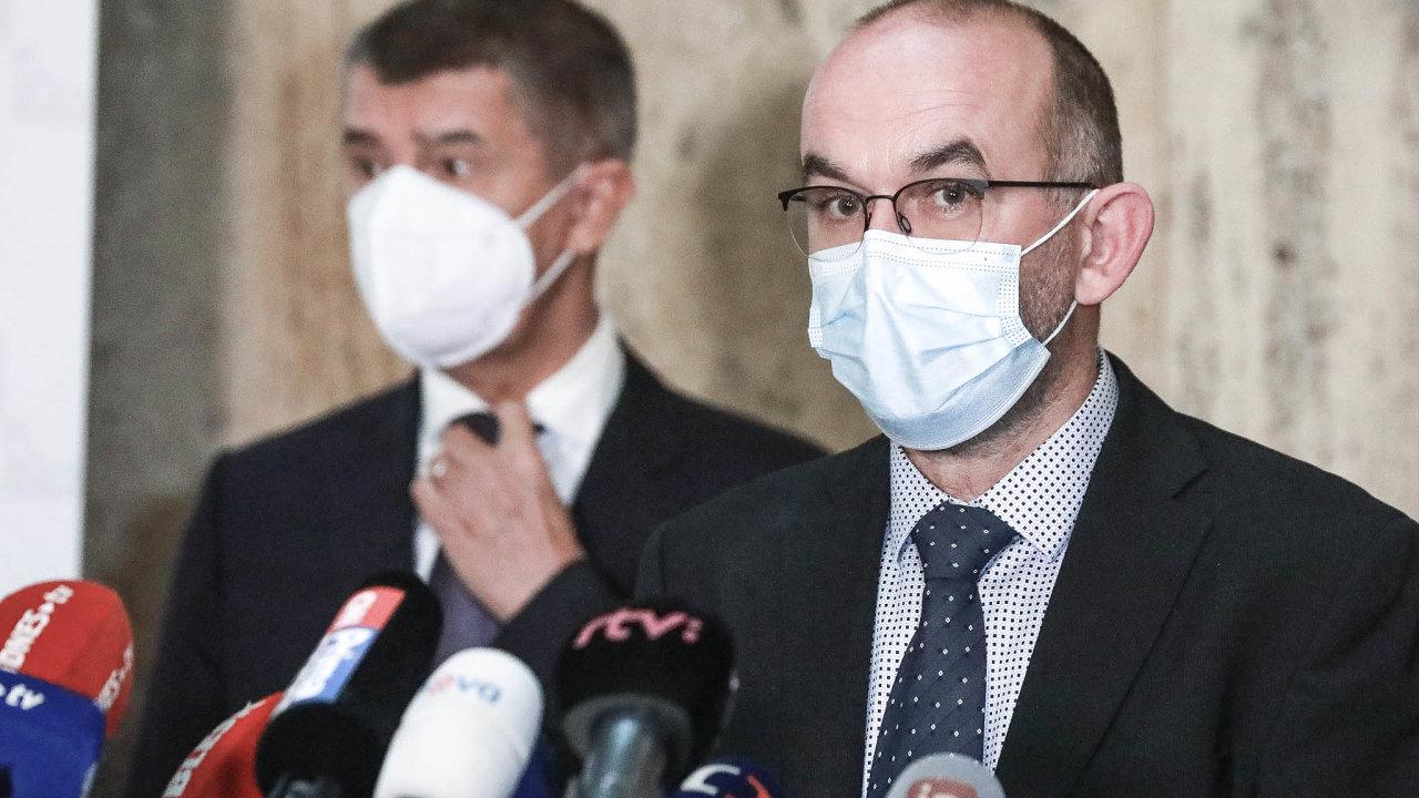 Nový ministr zdravotnictví Jan Blatný při své první tiskové konferenci. Na snímku s premiérem Andrejem Babišem.
