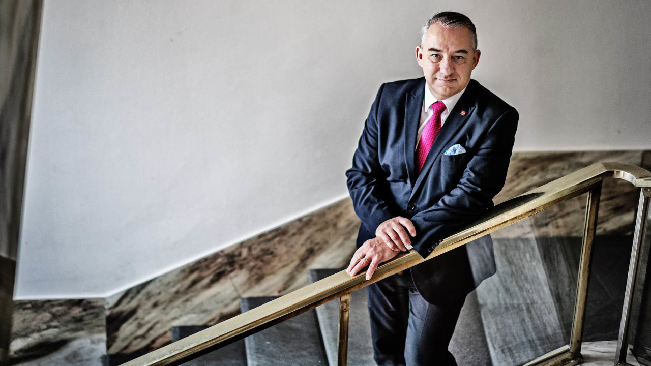 Předseda Českomoravské konfederace odborových svazů Josef Středula řekl, že vláda by měla stanovit jasný směr acíl, jakým se má česká ekonomika ubírat.