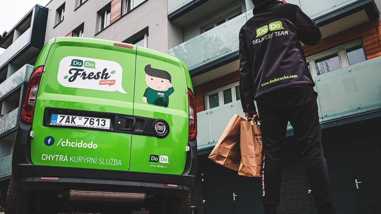 Divize Fresh již při vypuknutí první epidemiologické vlny v březnu 2020 zaznamenala zhruba padesátiprocentní nárůst objednávek z partnerských on-line supermarketů Košík či Tesco.
