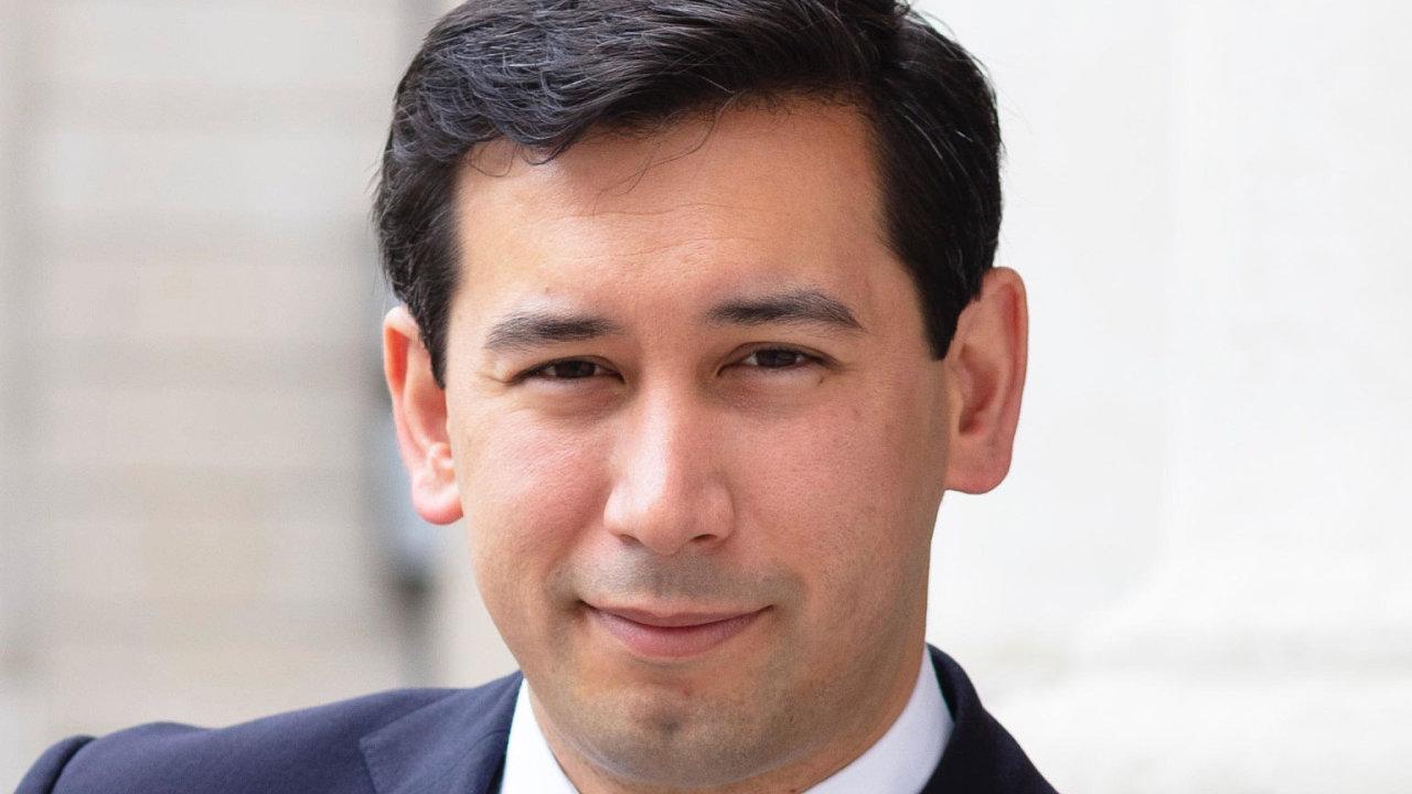 Ekonom Ben Caldecott se na Oxfordské univerzitě věnuje udržitelným financím a je také poradcem britské vlády.