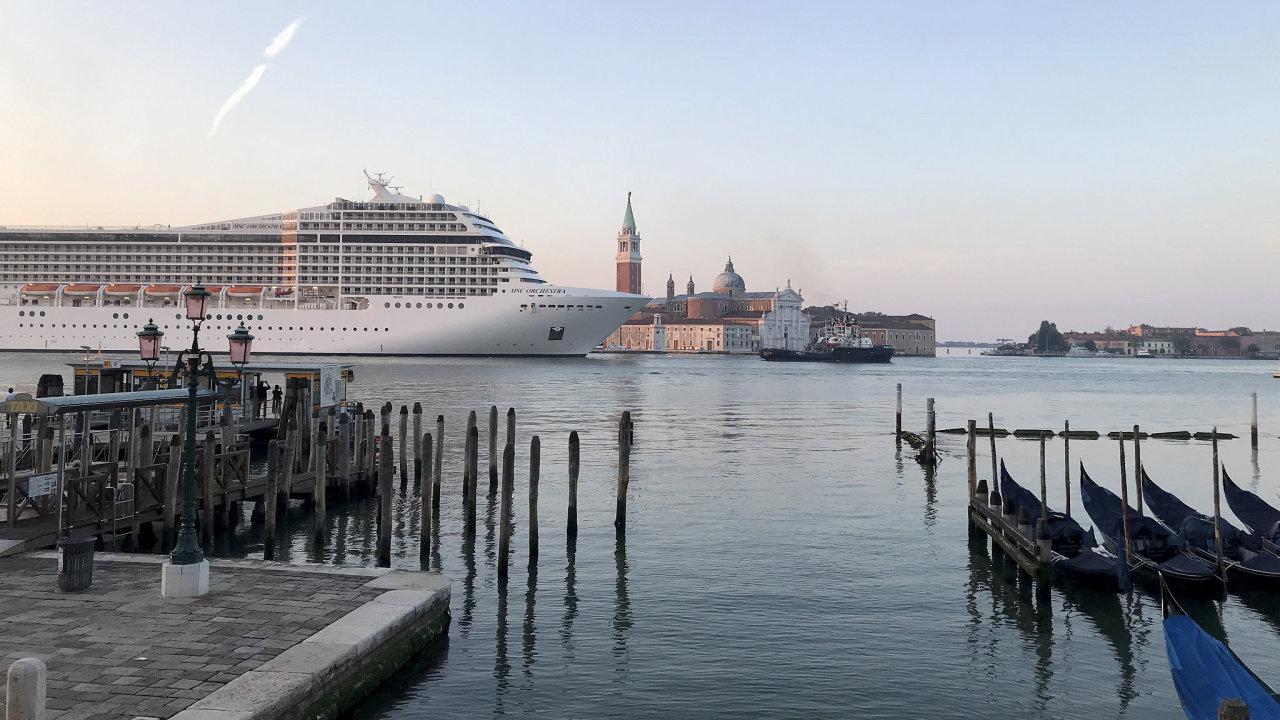 Výletní loď  MSC Orchestra v Benátkách