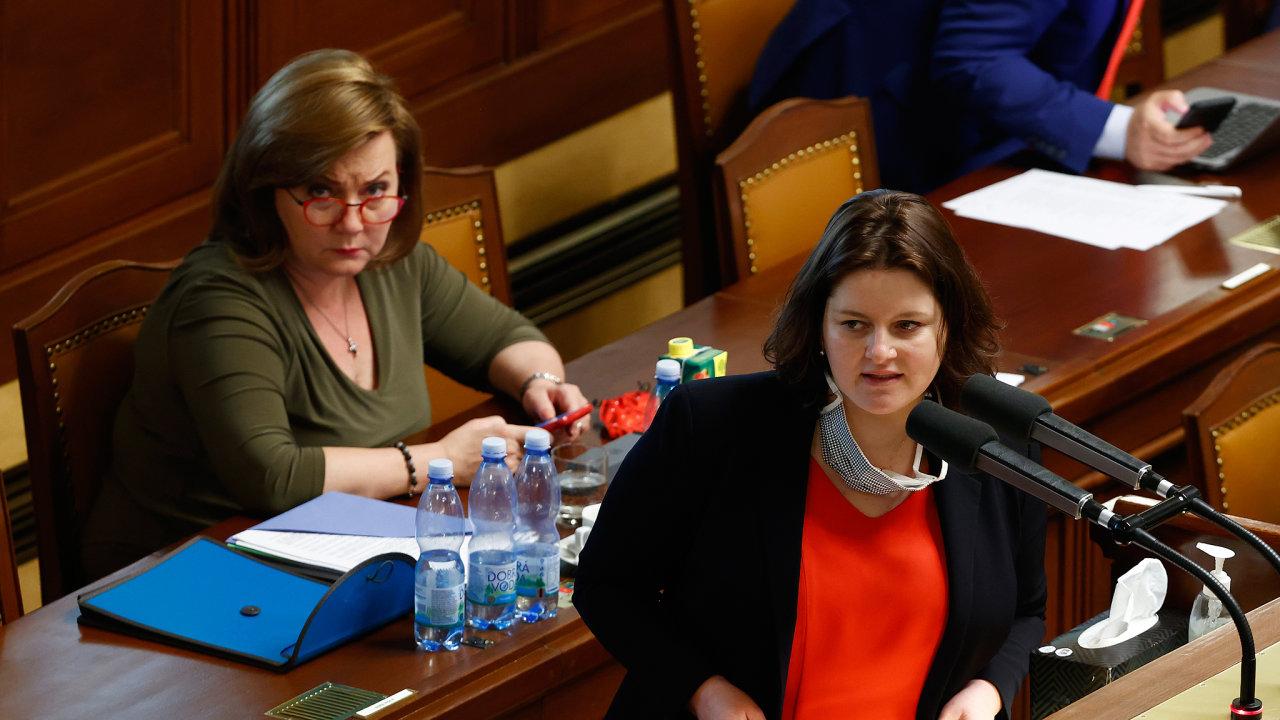 Ministryně financí Alena Schillerová a ministryně práce a sociálních věcí Jana Maláčová.