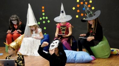 Děti si práci na iPadech užívají