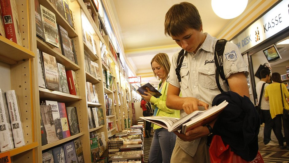 V některých slovenských knihkupectvích může být českých knih dokonce většina.