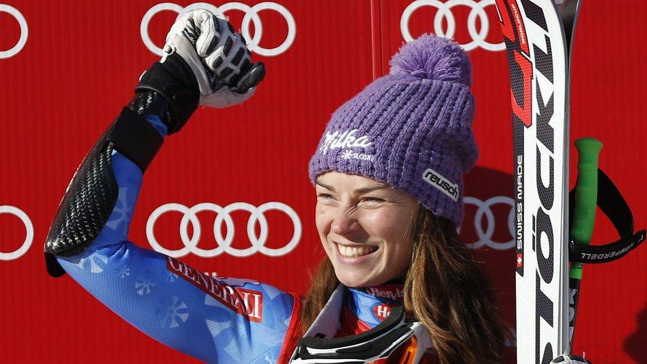 Tina Mazeová se raduje z vítězství v superobřím slalomu ve Svatém Antonu