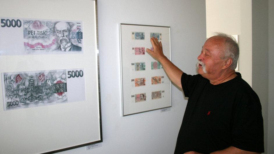 Oldřich Kulhánek s návrhy českých bankovek.