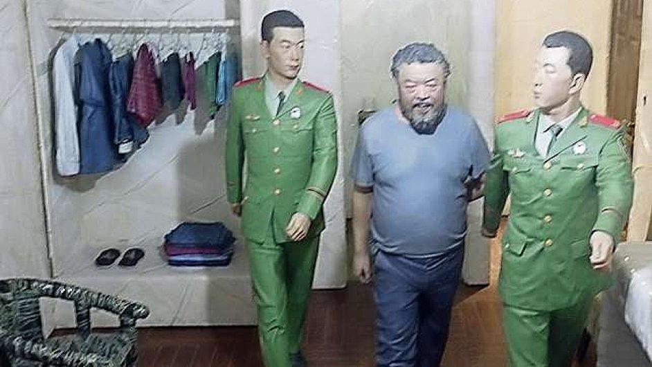V Benátkách vystavuje Aj Wej-wej své vězeňské zkušenosti.