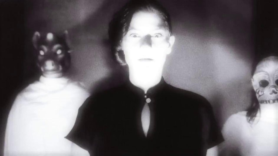 Klip k písni Davida Lynche natočil Moby.