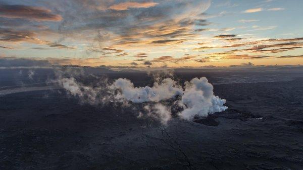 Oblaka nad sopečným systémem Bárdarbungy