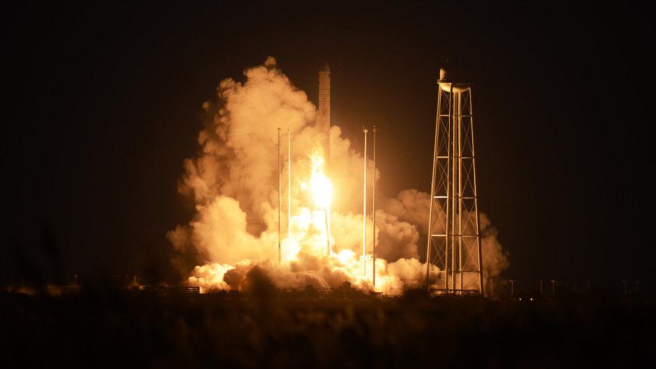 Soukromá americká raketa Antares explodovala při startu k ISS.