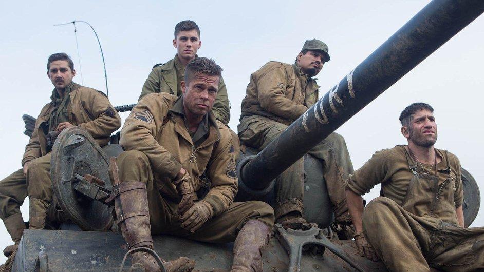 Americké bojové jednotce velí válečný veterán Don Collier (Brad Pitt).