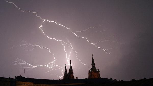 Bouřka nad Pražským hradem, ilustrační foto