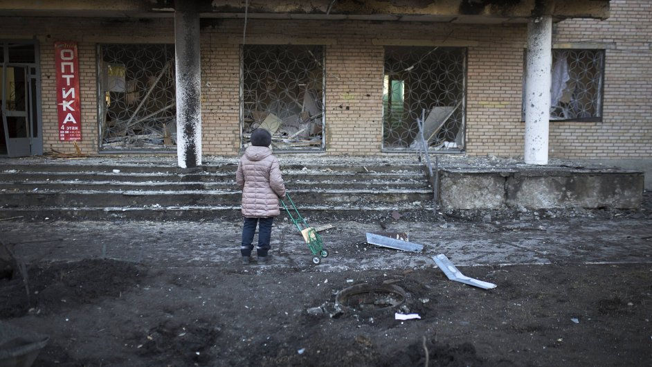 Zničené budovy v Doněcku po středečním ostřelování.