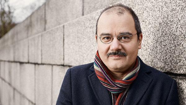 Sherko Fatah vyrůstal střídavě ve východním Německu a v Iráku.