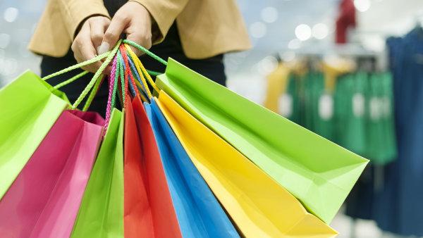 Zatímco muži mají k nakupování racionální přístup, ženy jsou citlivější k reklamě. - Ilustrační foto.