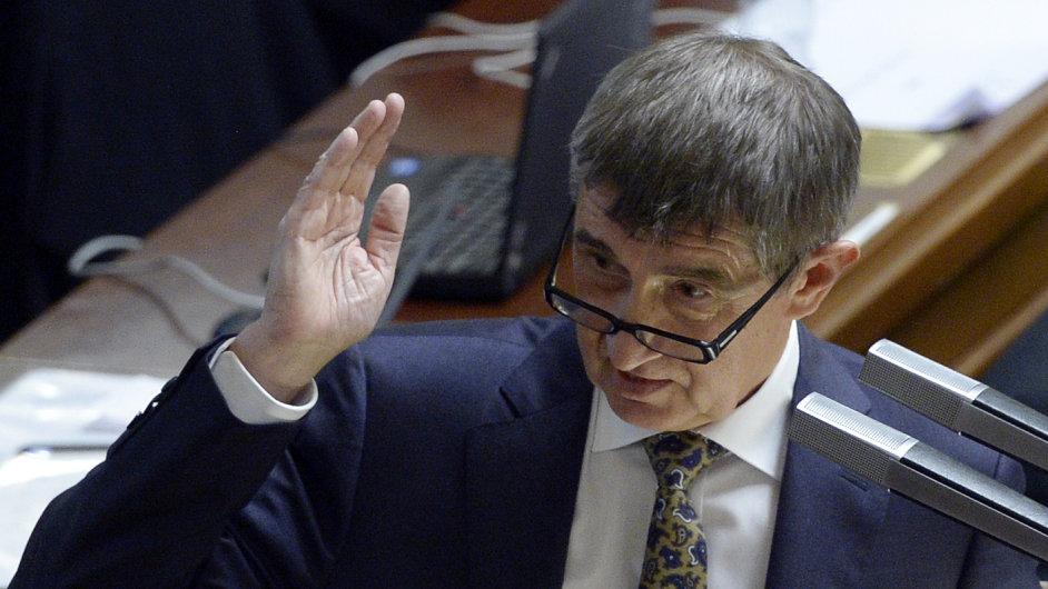 Ministr financí Andrej Babiš bude premiérovi a prezidentovi rozmlouvat brzké přijetí eura.