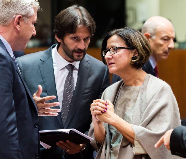 Rakouská ministryně vnitra Leitnerová a její slovenský protějšek Rober Kaliňák (uprostřed)