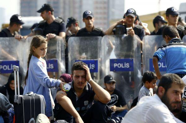 Turecká policie zastavila skupinu několika stovek běženců, kteří se vydali z Istanbulu směrem k hranici s Řeckem