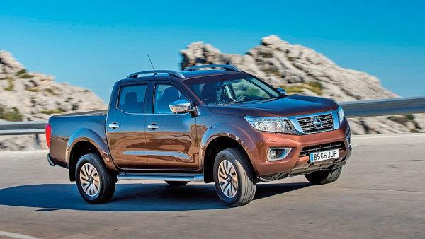 Robustn� tvary a modern� st�ih z Nissanu Navara ud�laj� dominantn� v�z na silnici.