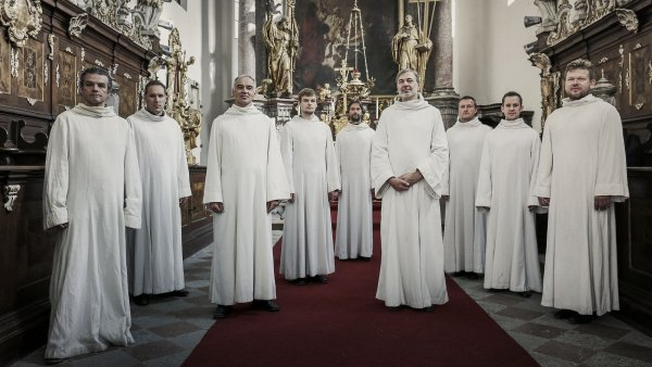 Schola Gregoriana Pragensis album vydala ve spolupráci se sopranistkou Hanou Blažíkovou.
