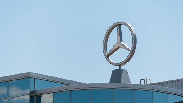 Automobilka Daimler vyrábí mimo jiné i vozy značky Mercedes-Benz - Ilustrační foto.