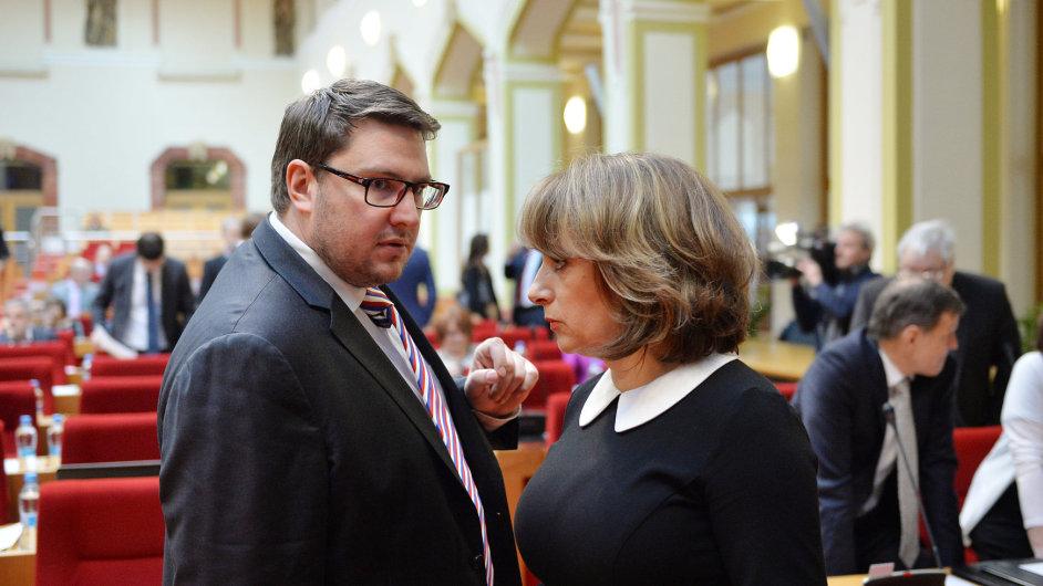 Zastupitelé Prahy jednali 28. dubna v Praze - zastupitel Radomír Nepil a primátorka Adriana Krnáčová