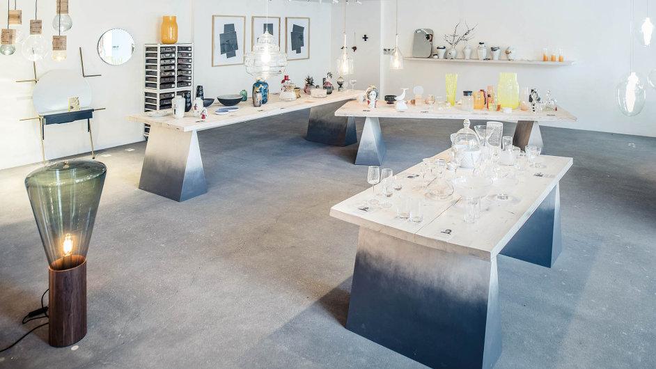 Prezentace vystavených objektů se vCihelně concept storu proměňuje včase.