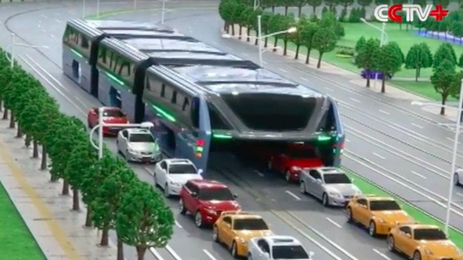 Čínská společnost Transit Explore Bus představila na technologickém expu v Pekingu model autobusu, kterým mohou projíždět auta.