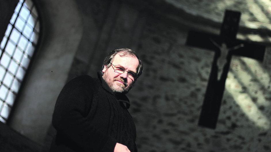 Josef Suchár si slíbil ještě hluboko vosmdesátých letech, že tehdy zřícený barokní kostel v Neratově dá dohromady.