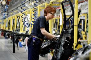 Volvo bude vyrábět už jen hybridy nebo elektromobily. Na automobilky tlačí Čína i EU