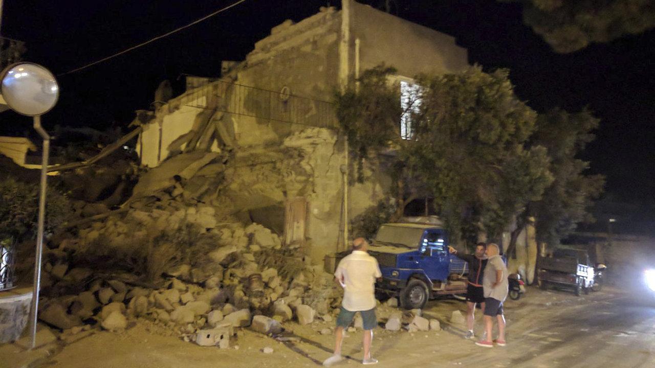 Zemětřesení na ostrově Ischia si vyžádalo nejméně dvě oběti.