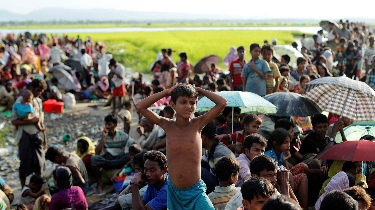 Rohingové prchají do okolních států kvůli etnickému pronásledování v Barmě.