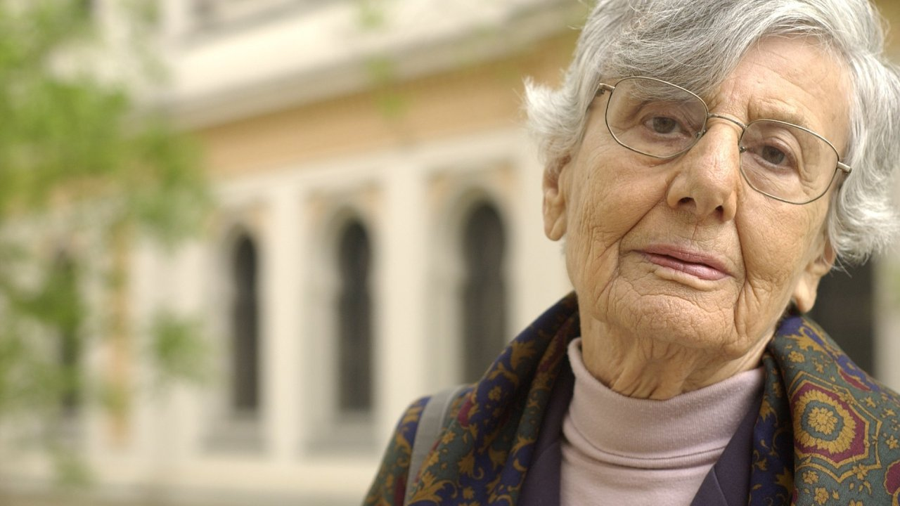Čtyřicet let jsem nemluvila česky. Slíbila jsem si, že pokud tu budou komunisté, do rodné země nevkročím, říkala Ruth Bondyová.