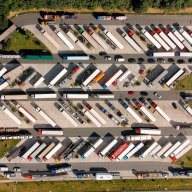Až 14 tisíc parkovacích míst pro kamiony chybí v Německu.