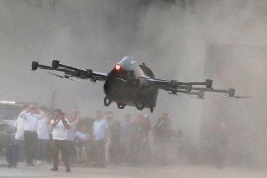 Filipínec vyvinul dron, který dokáže přepravit člověka. Stroj získal takovou popularitu, že se o jeho hromadnou výrobu pokusí australská firma