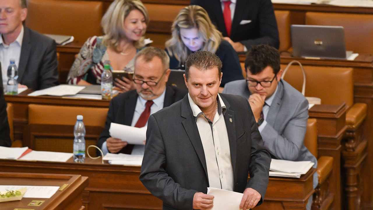 Poslanec KSČM Zdeněk Ondráček na schůzi Poslanecké sněmovny, která projednávala žádost o jeho vydání k trestnímu stíhání. Policie ho chce stíhat pro podezření z pomluvy Michala Horáčka.