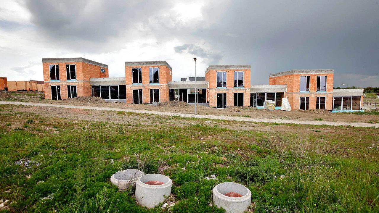 Skoro každé stavbě v Česku předchází neúměrně dlouhý proces udělování stavebního povolení - Ilustrační foto.