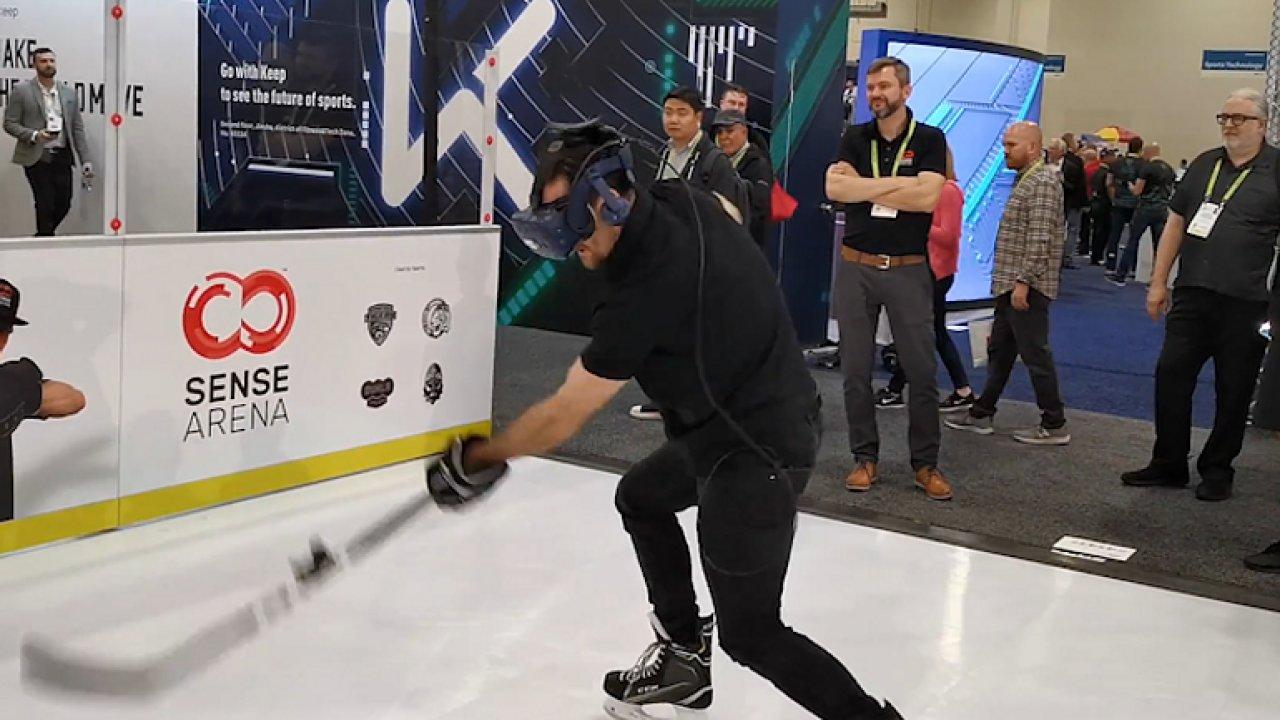 Patrik Eliáš si vyzkoušel virtuální hokej. Herní gólman mu dal zabrat