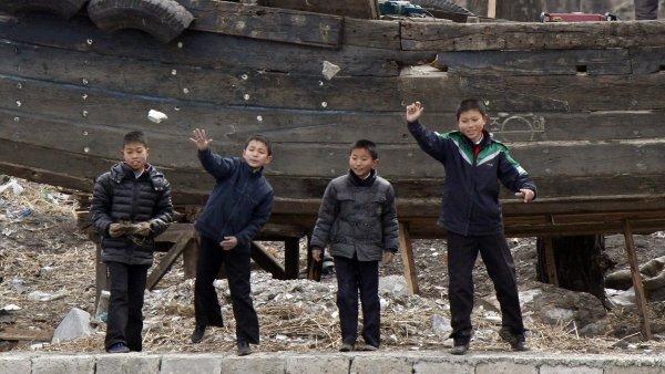 Skoro polovina obyvatel v Severní Koreji hladoví. Totalitní režim žádá svět o humanitární pomoc