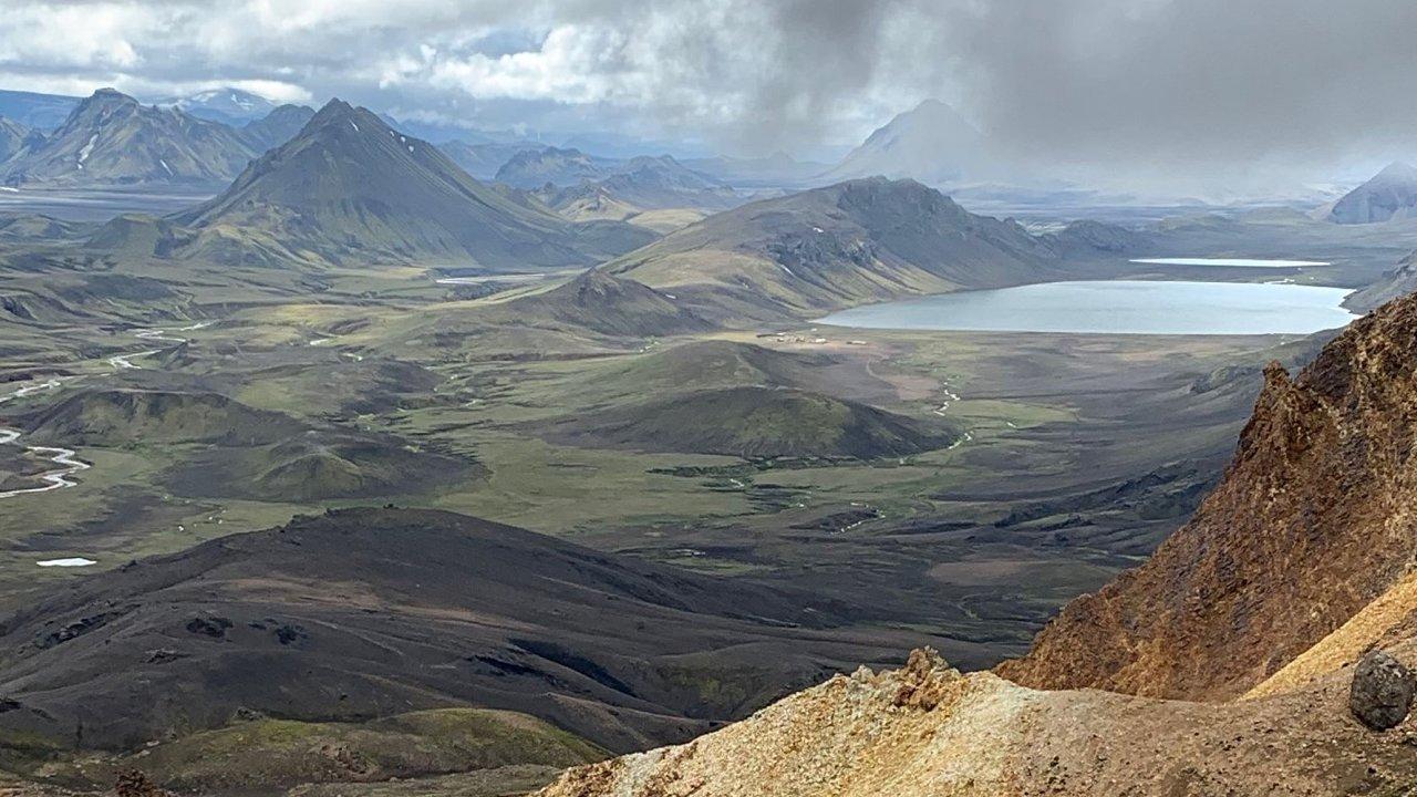 Islandské jezero Álftavatn