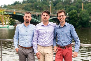 Yieldigo založilivroce 2016 (zleva)Jiří Psota,David KlečkaaRadim Dudek. Klečka přesídlil doUSA, kde zakládá sesterskou firmu českého start-upu.