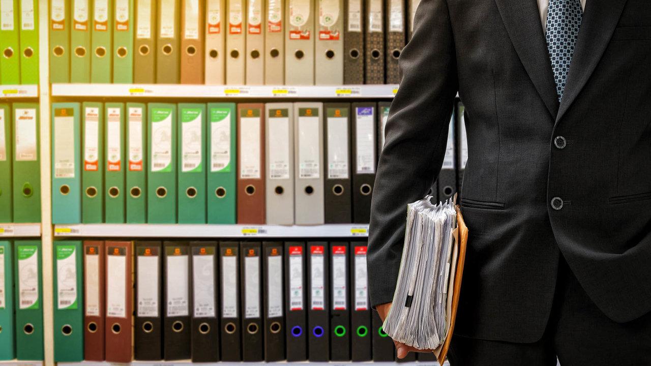 Proti kverulantům, nebo pro úředníky? Zákon osvobodném přístupu kinformacím musí chránit úředníky před kverulanty. Státním zaměstnancům by ale neměl umožňovat nereagovat nanepohodlné žádosti.
