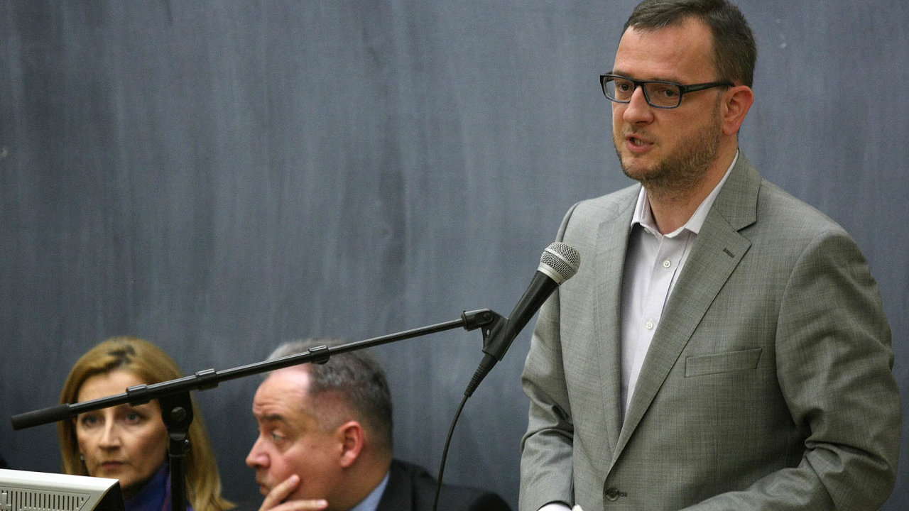 Křivé svědectví. Bývalý premiér Petr Nečas chránil u soudu lží svou partnerku a teď kvůli tomu půjde před tribunál znovu.
