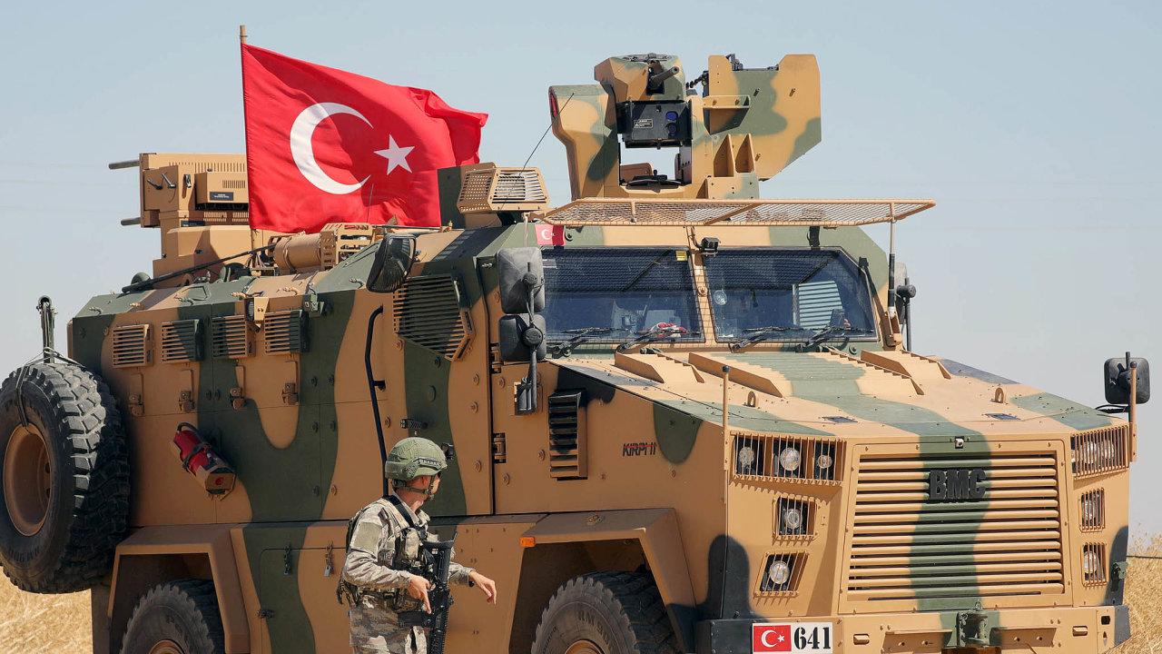 Vříjnu zahájila turecká armáda operaci Pramen míru proti kurdským jednotkám vSýrii. Nakonec došlo kdohodě aKurdové se stáhli odhranice. Tu nyní kontrolují patroly syrské vlády, Turecka aRuska.