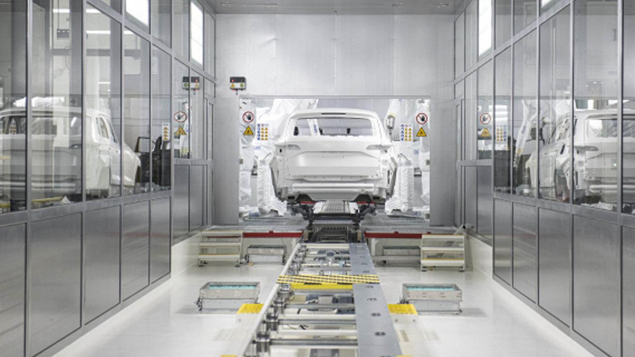 Škoda Auto v Česku zaměstnává přes 33 tisíc lidí. Na snímku nová lakovna Škody Auto v hlavním závodě v Mladé Boleslavi. Práci v ní v roce 2019 našlo více než 650 lidí.