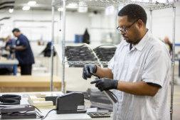 Ford začne vyrábět zdravotnické pomůcky.