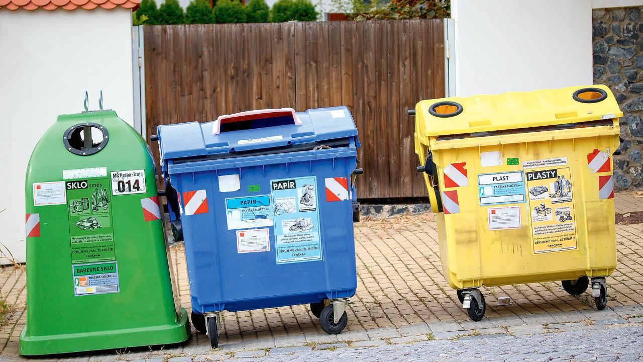 Zatímco vuplynulé dekádě se skládkovací poplatek 500 korun zatunu směsného odpadu neměnil, nově by měl vroce 2030 dosáhnout až 1850 korun zatunu.