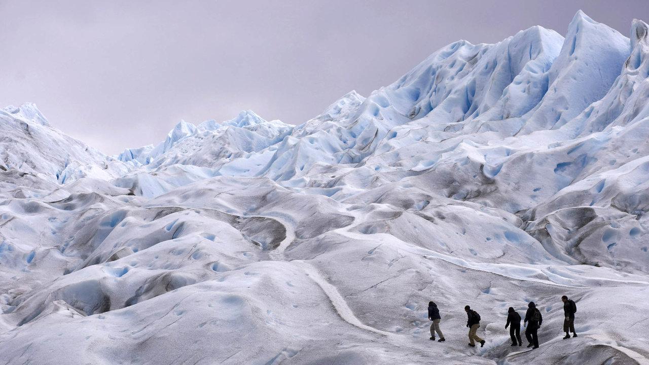 Ledovce ustupují. Tání ledovců je markantním projevem klimatických změn. Oteplování se na nich projevuje čím dál výrazněji.