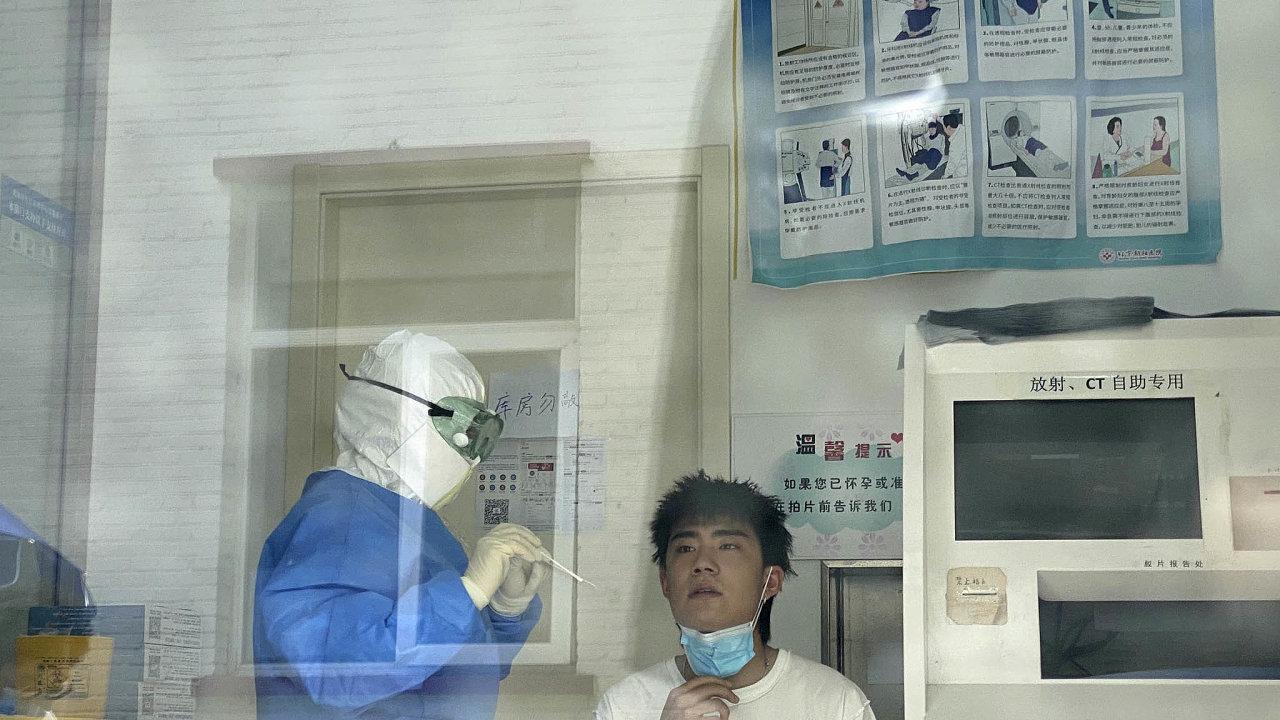 Někteří čínští experti se domnívají, že virus se doPekingu dostal zEvropy, zatím se to ale ještě nepodařilo potvrdit. Ani se neví, zda se doČíny nedostal skontaminovanými potravinami.