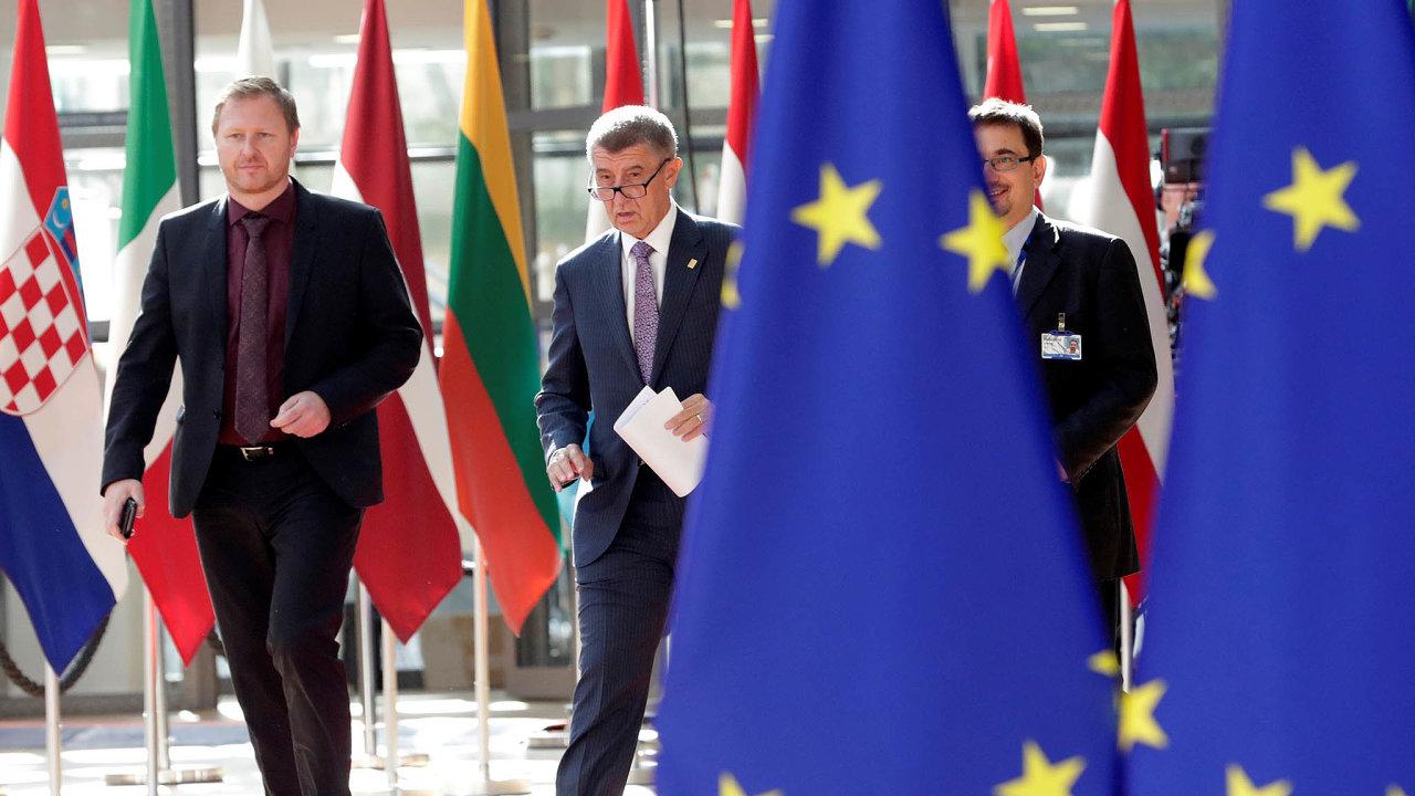 Vestřetu zájmů nejsem. Babiš argumenty europoslanců odmítá. Mluví onich jako opolitickém boji proti své osobě.
